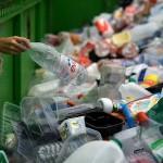 Una cauzione sulle bottiglie di plastica per incentivare la raccolta differenziata