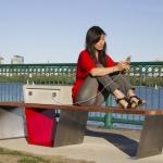 Soofa, le panchine che ricaricano smartphone e tablet